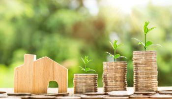 900 ezer magyar kp-ben kapja a fizetését: vehetnek fel lakáshitelt?