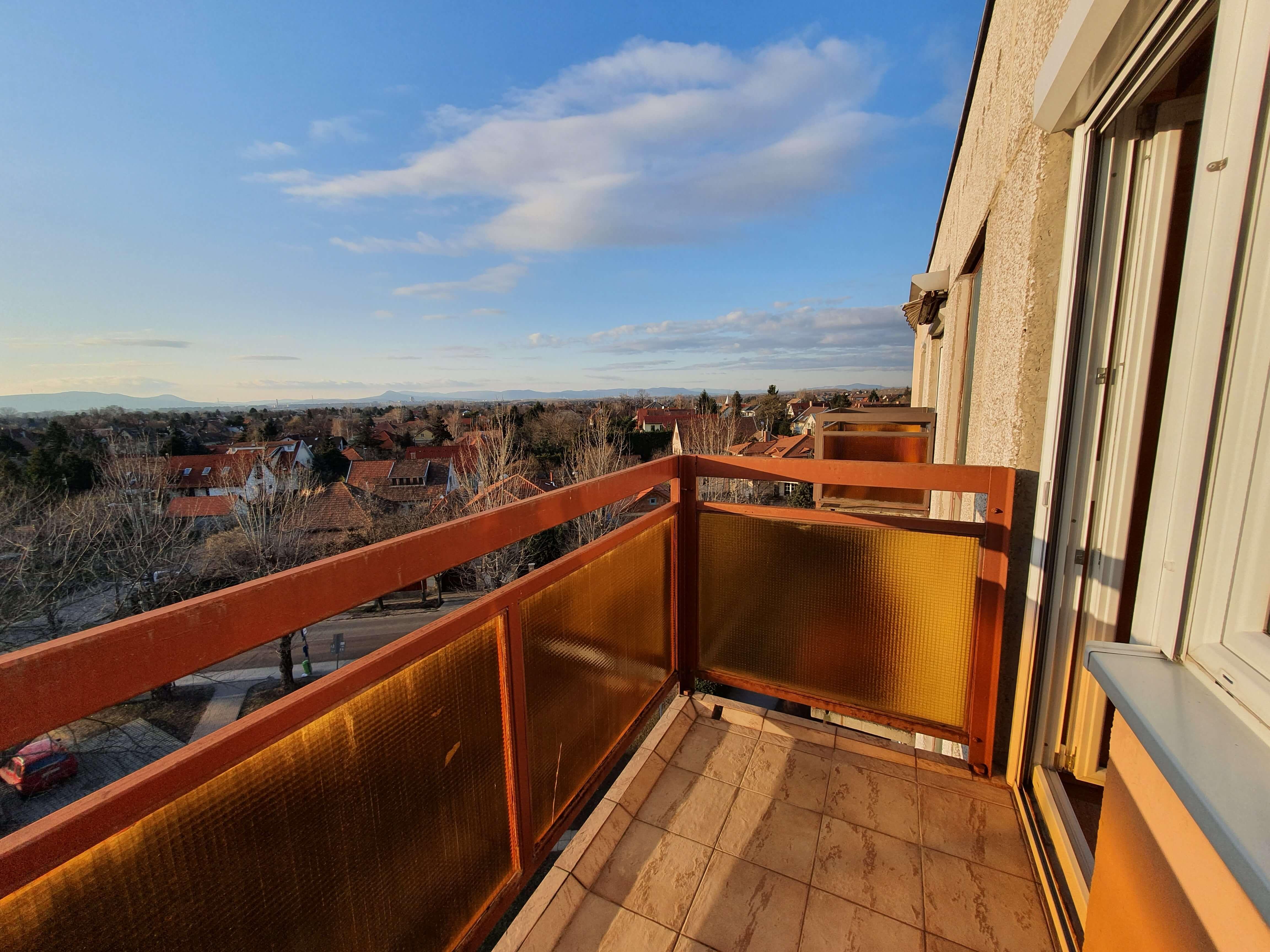30 millió alatt: panorámás, tágas lakás Mátyásföldről