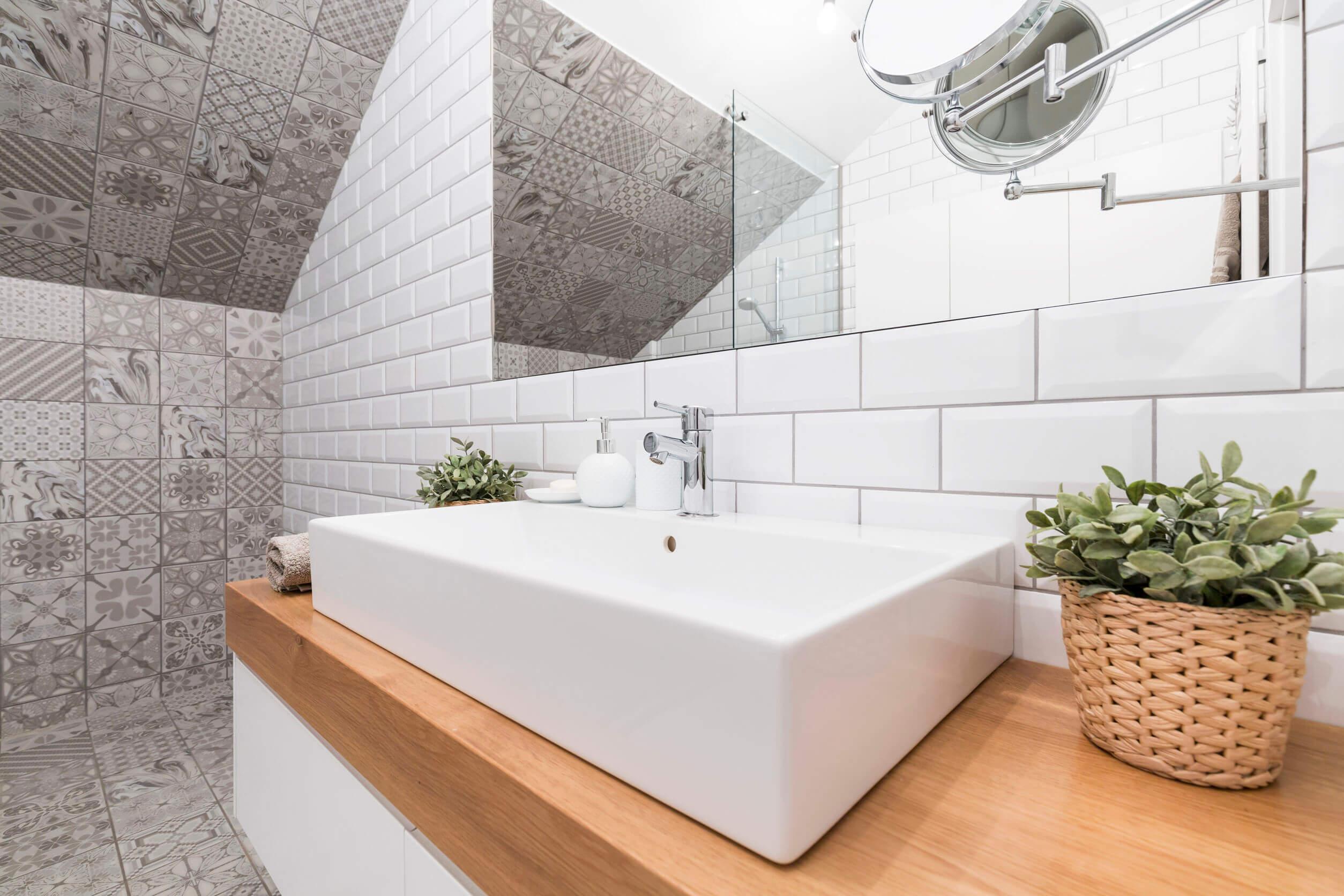 5 egyszerű tipp, hogy nagyobbnak tűnjön a fürdőszoba