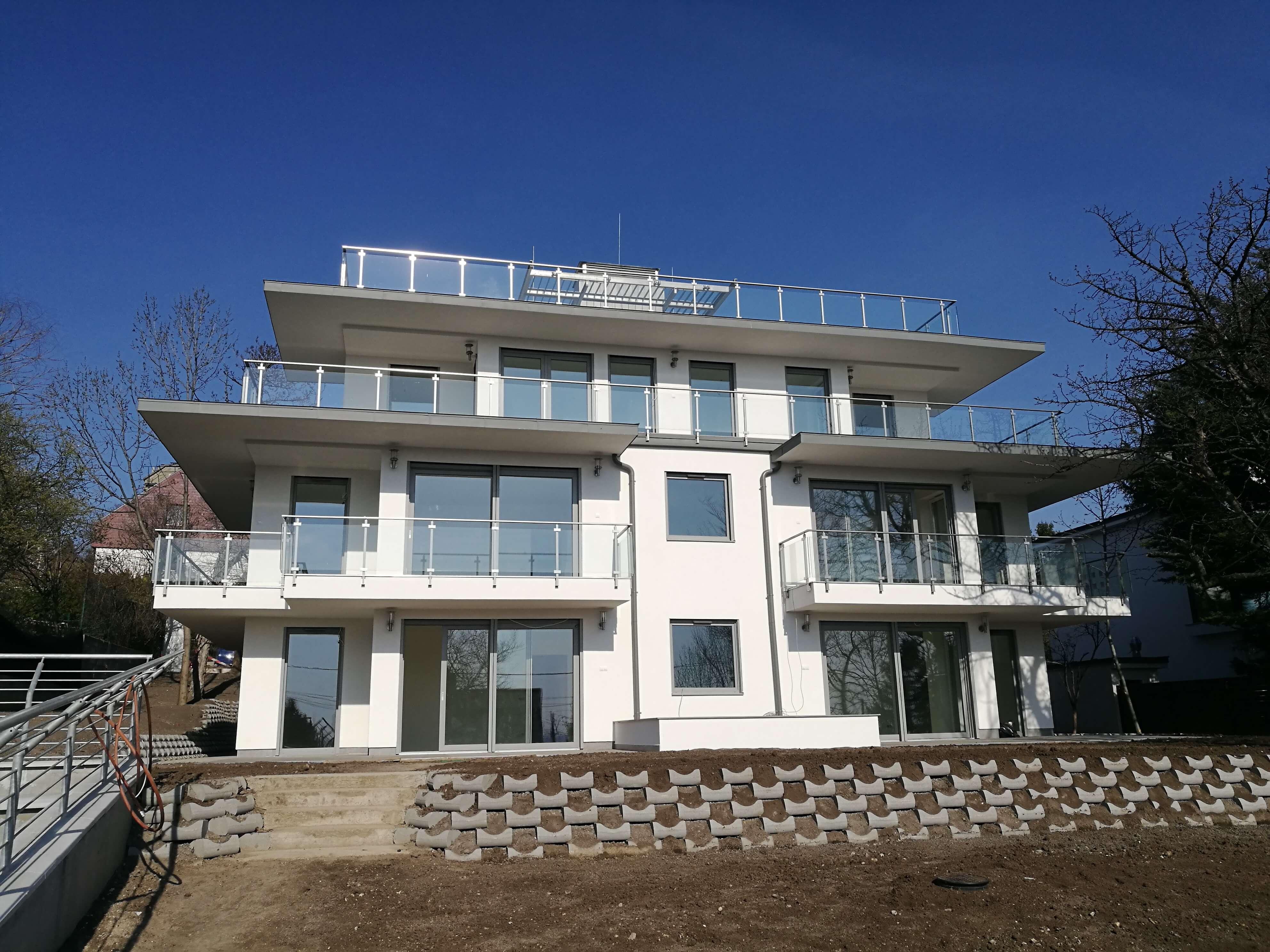 Modern luxusvilla a budai-hegyekben