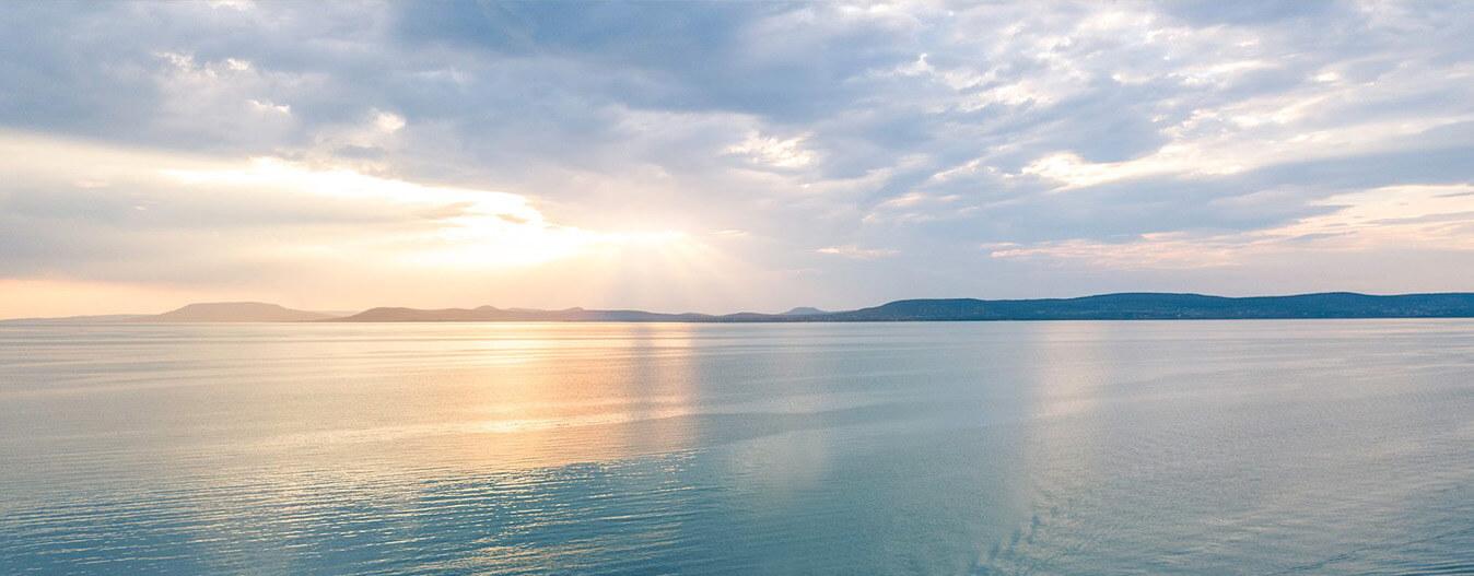 """Last Minute: saját """"szállodaszoba"""" a Balatonon, privát stranddal, mindössze 15 millió forintért?!"""