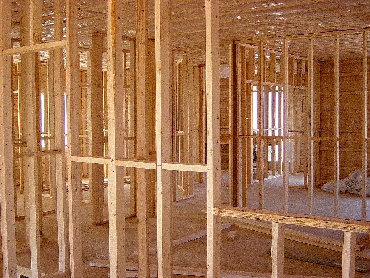 Tégla, vagy könnyűszerkezetes ház építés? Melyikkel jársz jobban?