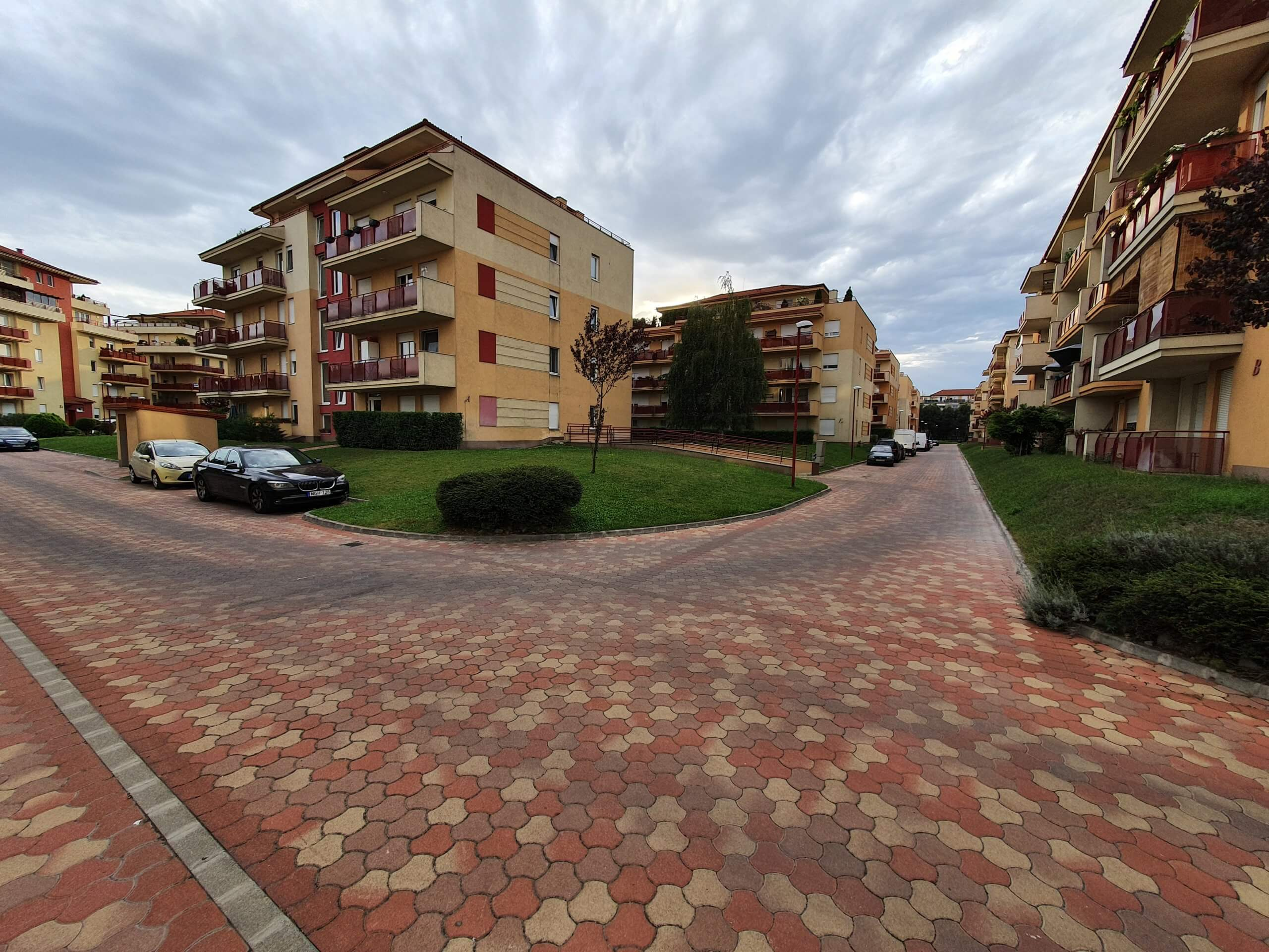 Újszerű otthon, parkosított lakóparkban, a Népliget szomszédságában!
