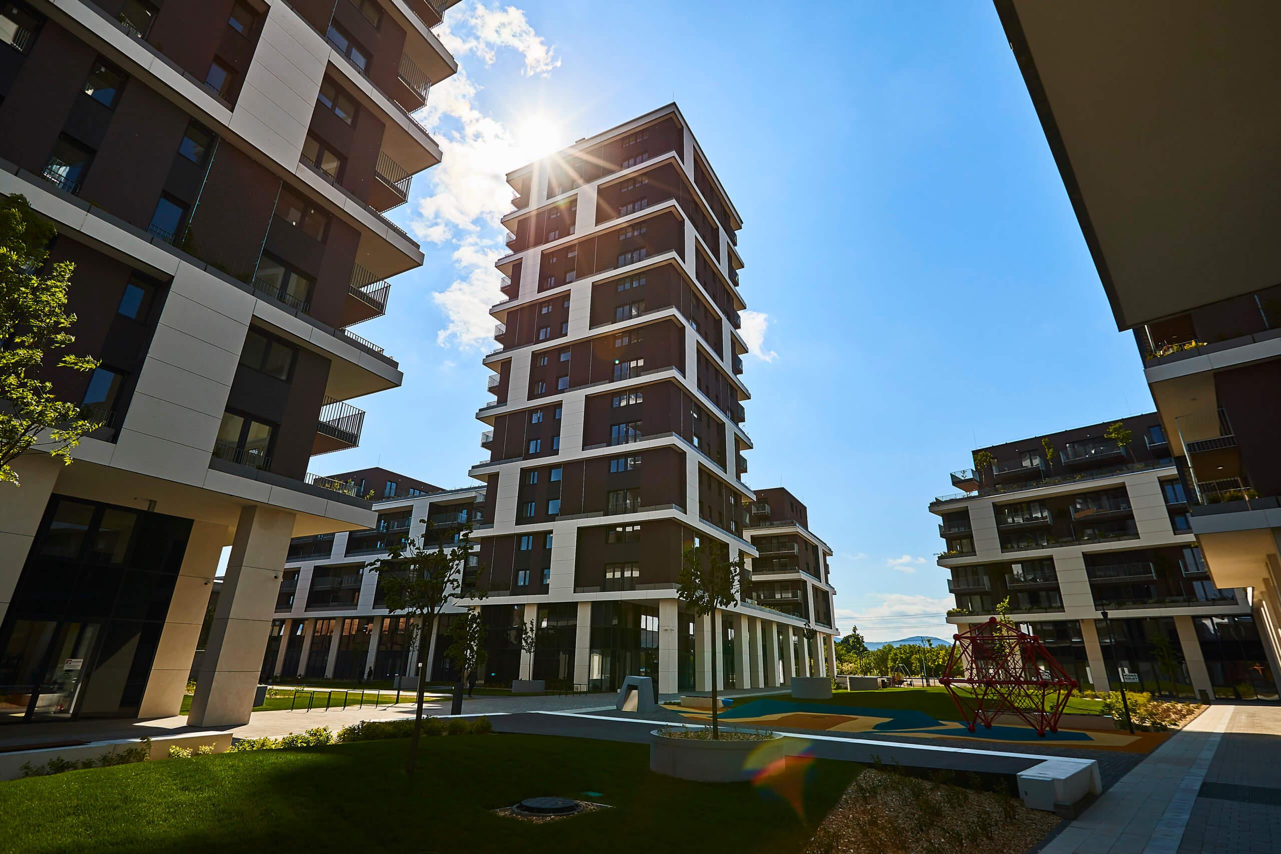 Függőleges erdővel borított lenyűgöző új otthonok Újpesten