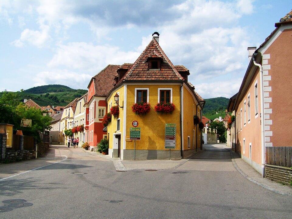 Elbújós házak hazánk legkisebb városaiból