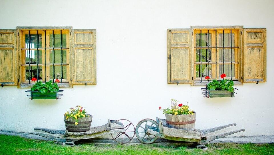 Díszítsd fel a teraszt! 7 szuper ötlet virágládákra!