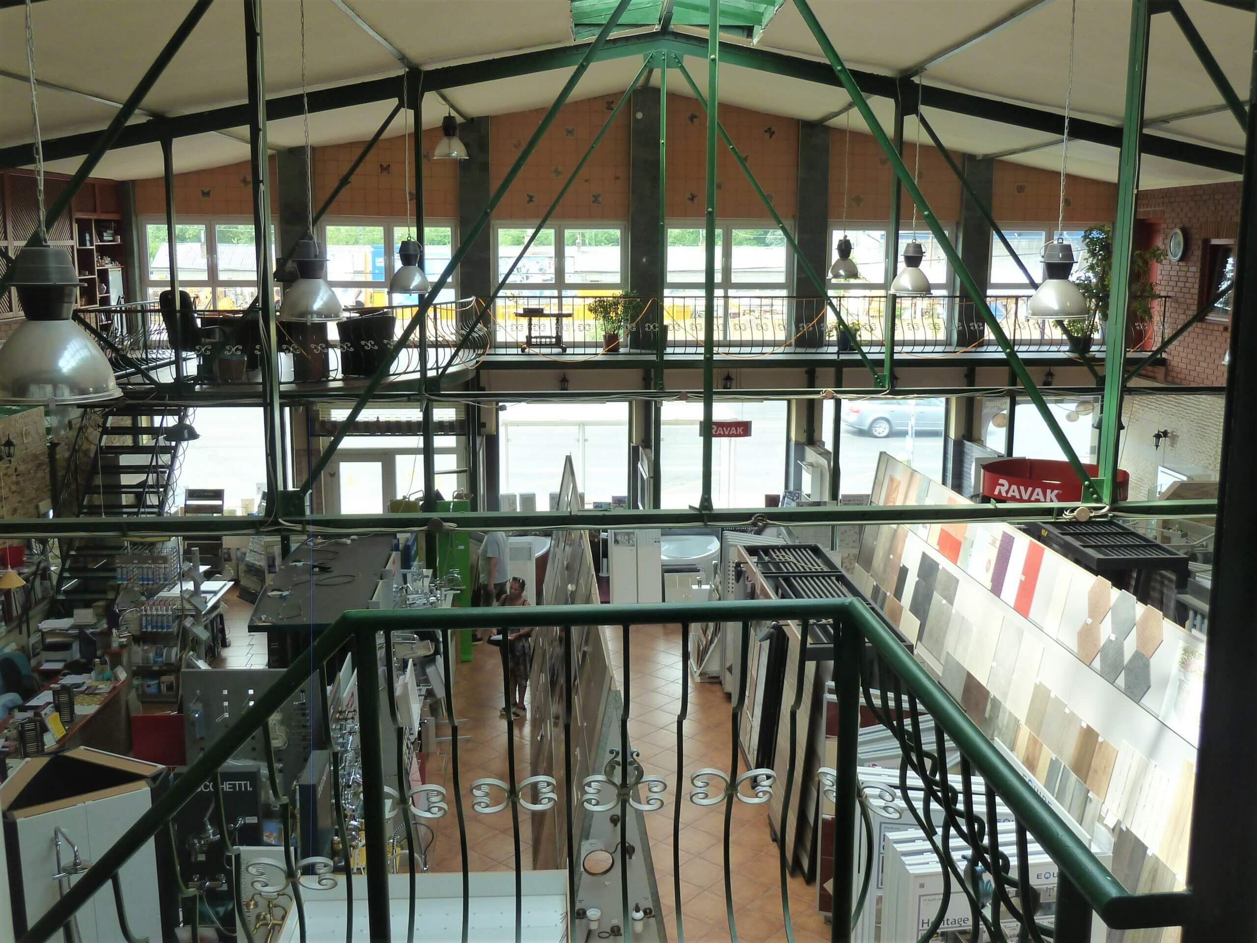 Hatalmas raktárépület Ferencváros egyik legforgalmasabb területén