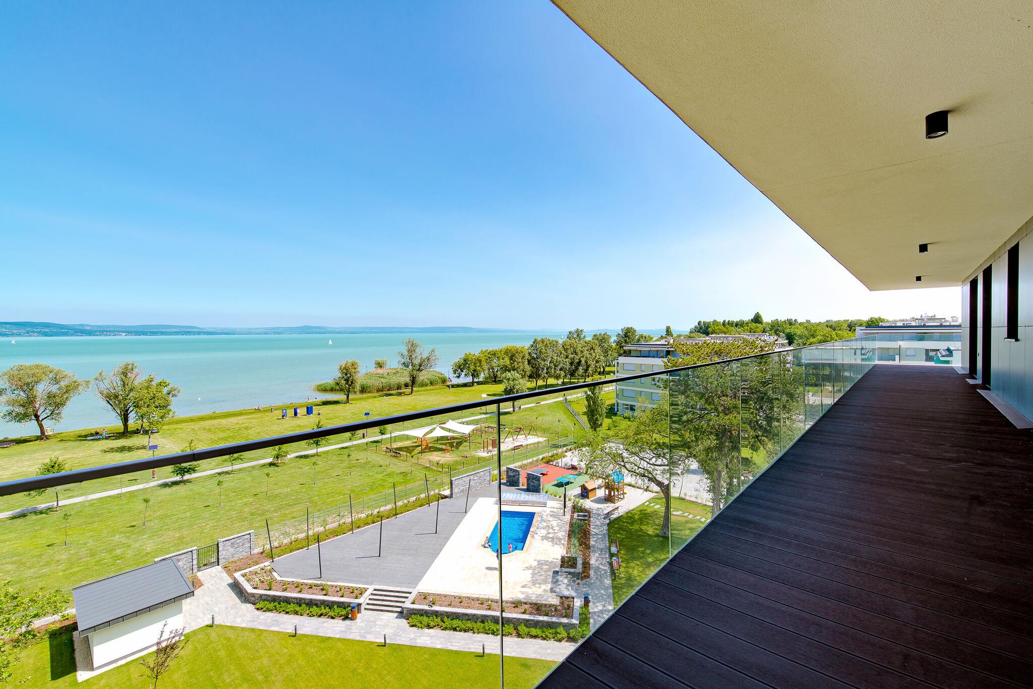 Bútorozott, vízparti lakás a Balaton déli partján? Ne várja meg a jövő nyarat!