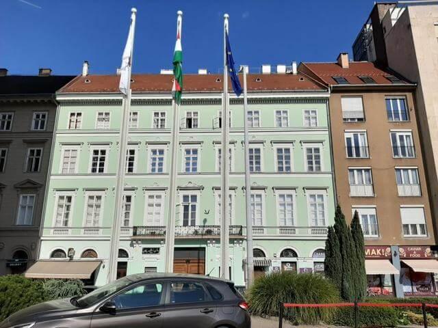 Ékszerdoboz a belváros szívében: nézze meg ezt a Duna korzó melletti lakást