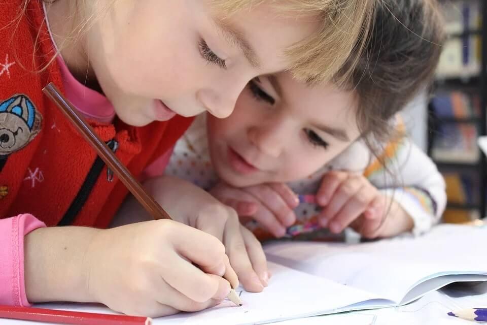 Hol a legjobb felnőni egy gyereknek? Ahol a jó iskola és a természet is közel van!