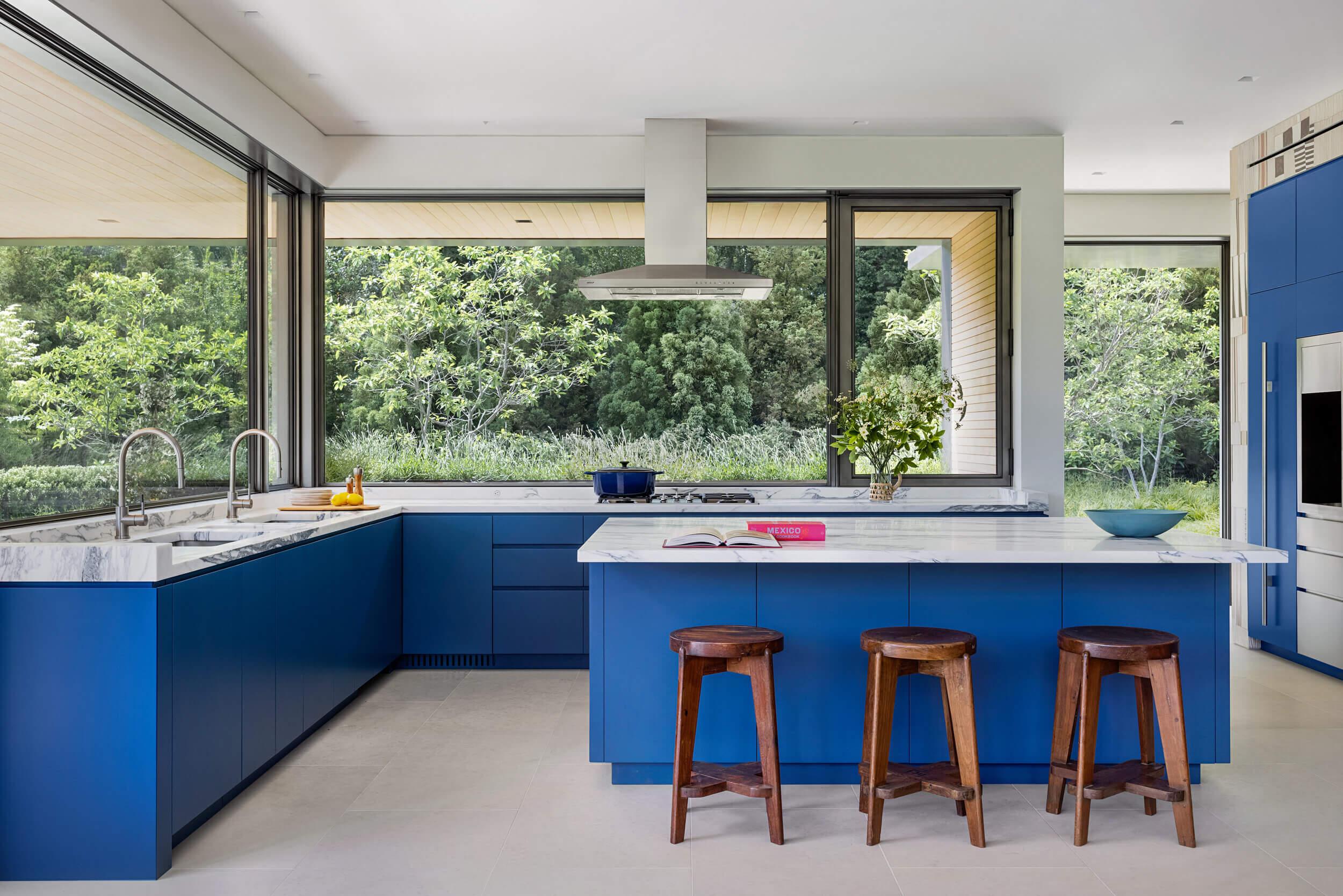 Ne félj színeket használni: ilyen szépek lehetnek a színes konyhabútorok